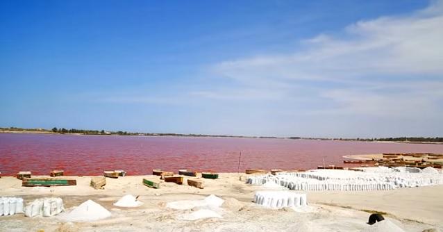 озеро Ретба в Сенегале