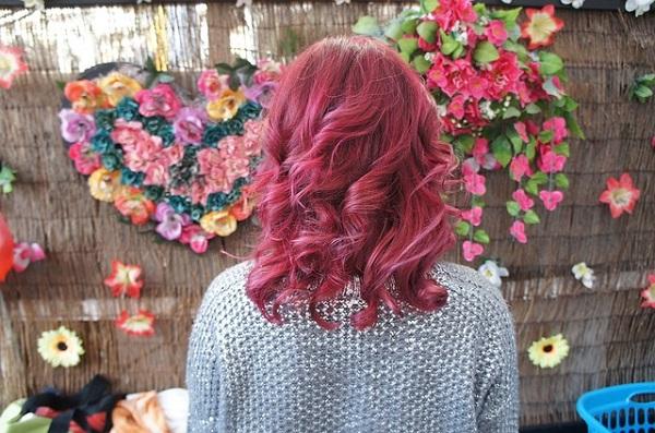 ярко розовые волосы