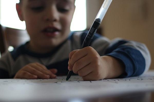 писать ручкой в школе