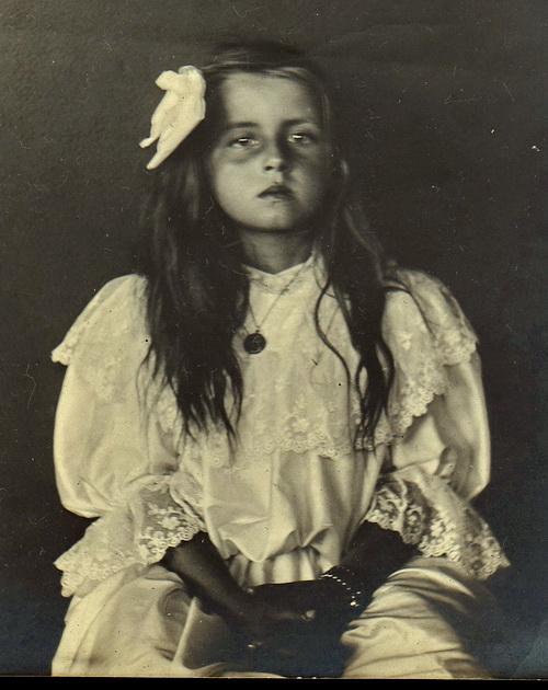 посмертная фотография девочки
