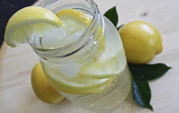 добавить лимон в воду