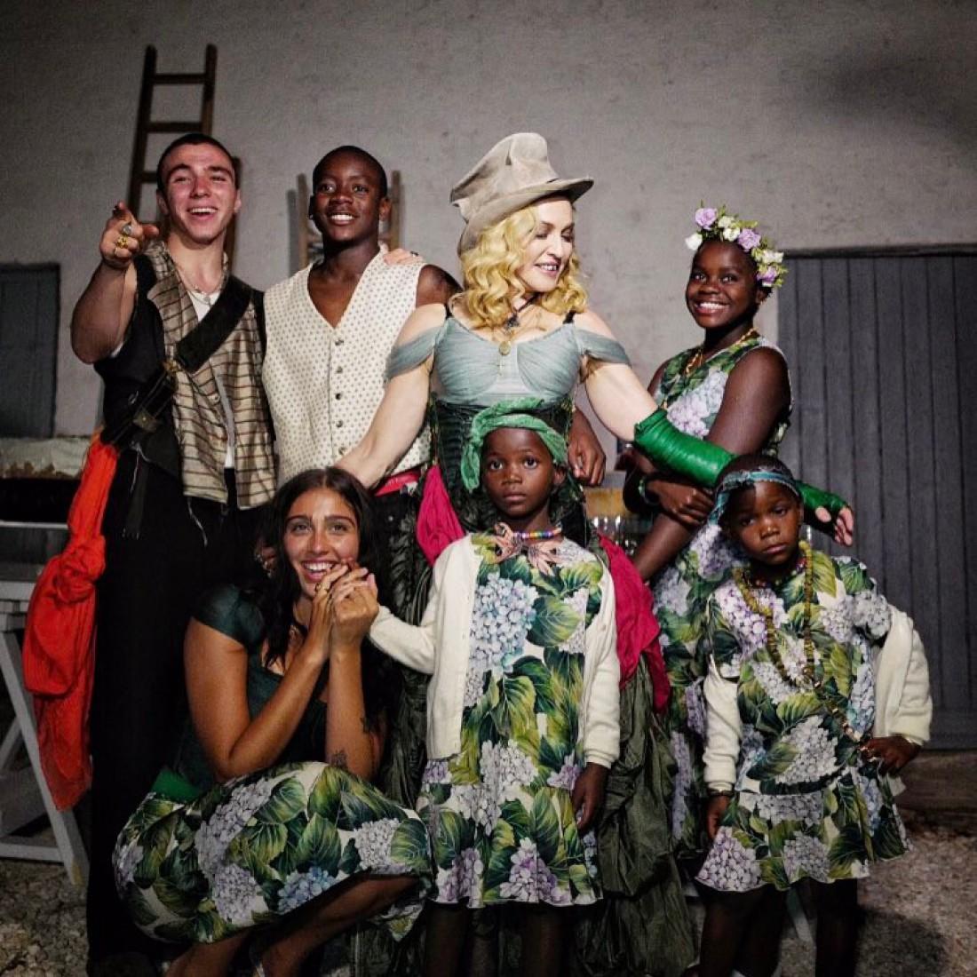 Мадонна и ее 6 детей