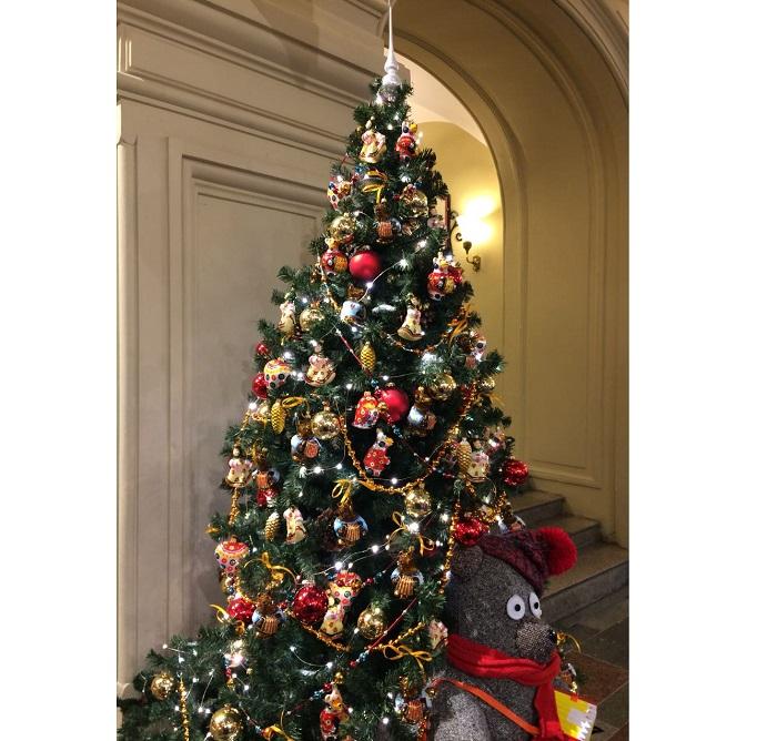 елка с советскими елочными игрушками