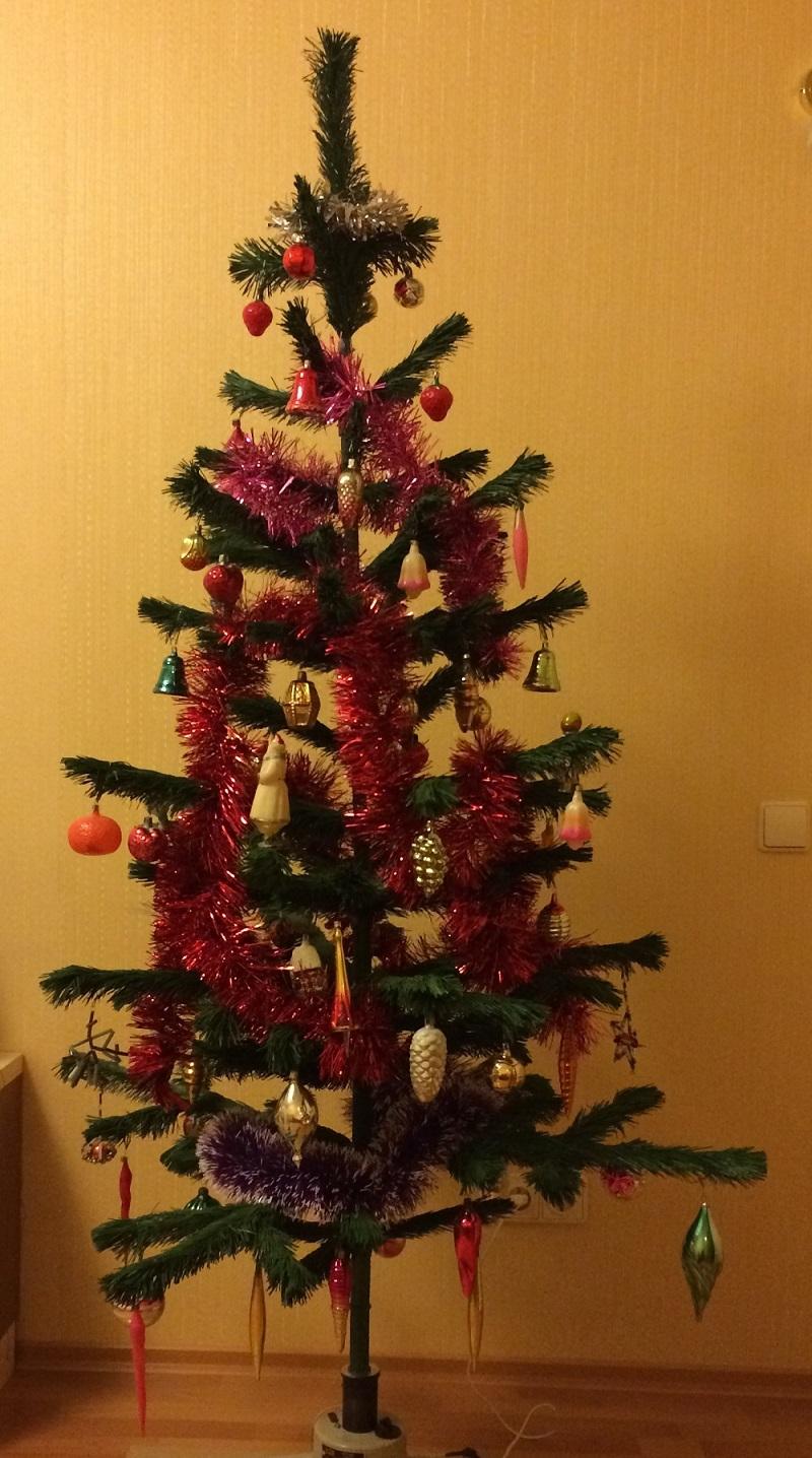елка с советскими игрушками