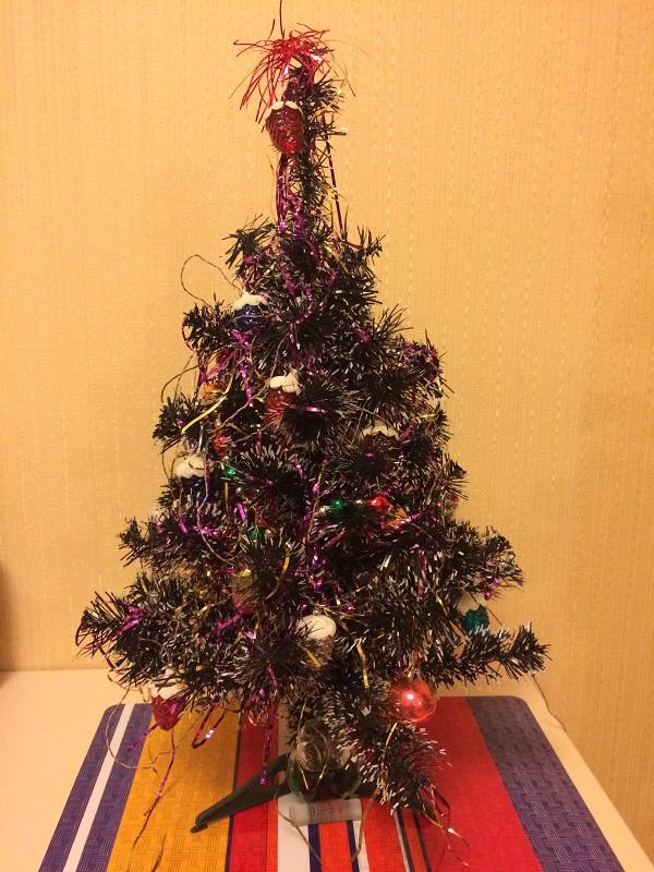 маленькая искусственная елка