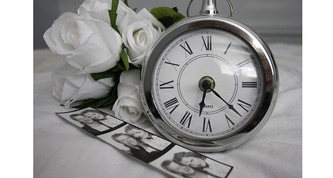 Почему стрелки часов двигаются вправо